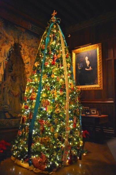 Biltmore Tapestry gallery christmas tree with Vanderbilt portrait