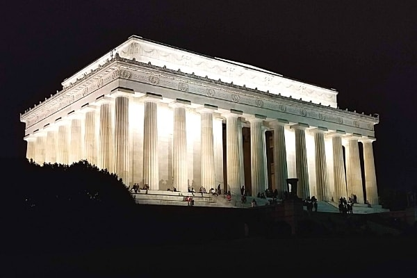 Enjoy Mesmerizing Monuments at Night in Washington, DC: The Ultimate Guide + How To