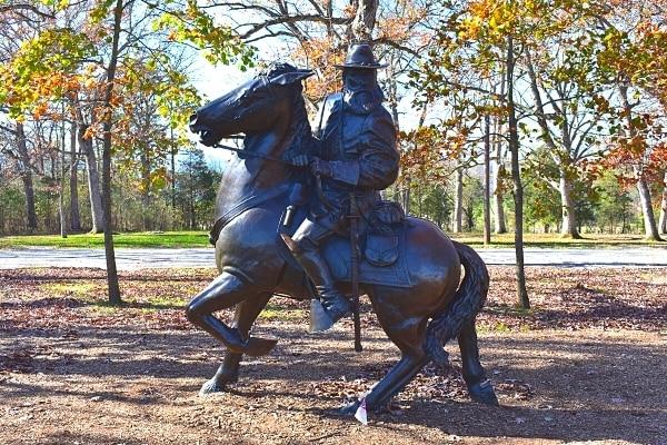 Metal statue of Confederate Lt Gen Longstreet astride his horse, gazing intently towards the battlefield at Gettysburg